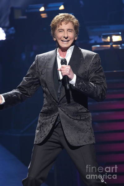 Wall Art - Photograph - Singer Barry Manilow by Concert Photos