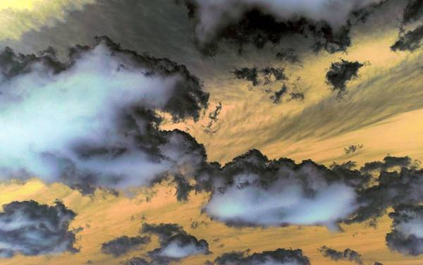 Photograph - Dark Clouds On The Move by Richard Yates