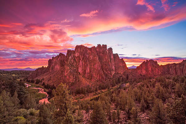 Crooked River Photograph - Smith Rock Sunset by Patricia Davidson