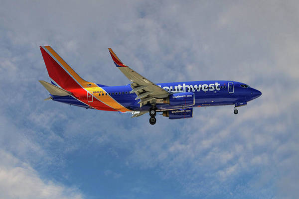 Airline Photograph - Southwest Airlines Boeing 737-76n by Smart Aviation