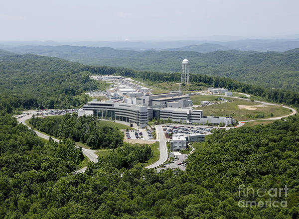 Oak Ridge National Laboratory Photograph - Spallation Neutron Source by Science Source