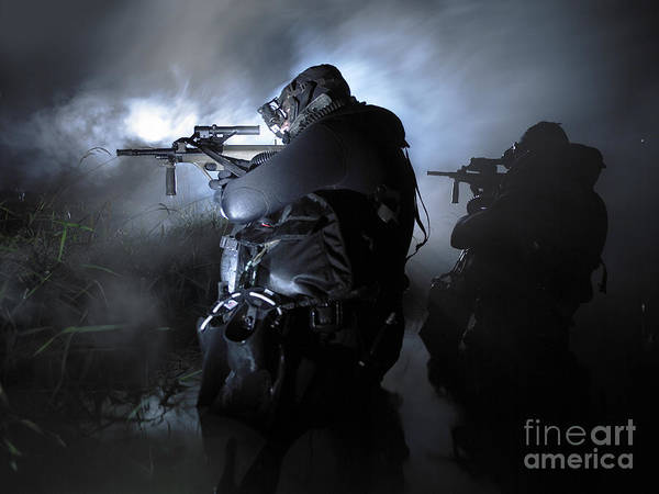 Sharpshooter Wall Art - Photograph - Special Operation Forces Combat Divers by Tom Weber