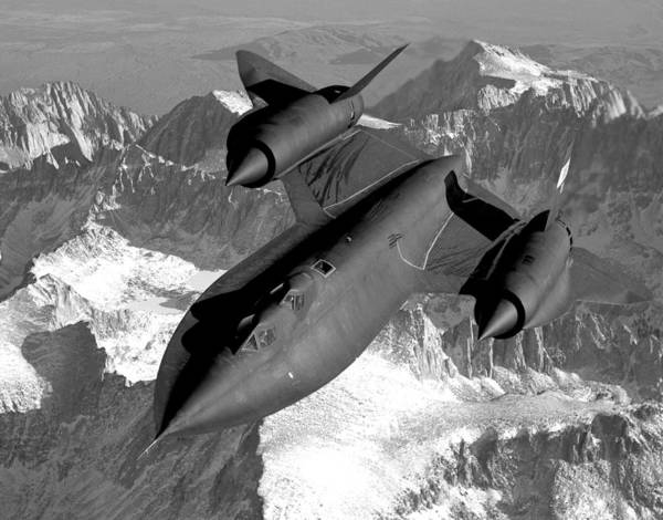 Sr-71 Blackbird Flying Art Print