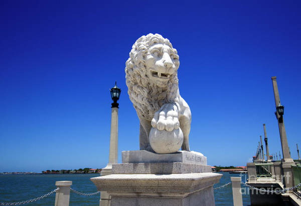 Saint Augustine Beach Wall Art - Photograph - St. Augustine Bridge Of Lions Statue by Felix Lai