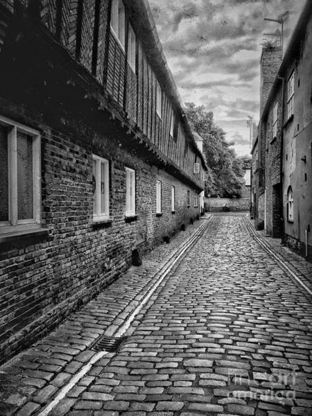Kings Lynn Wall Art - Photograph - St Margaret's Lane Kings Lynn by John Edwards