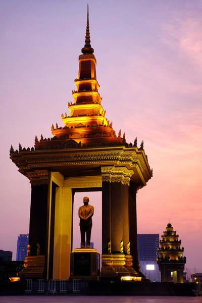 Photograph - Statue Of King Father Norodom Sihanouk by Fabrizio Troiani
