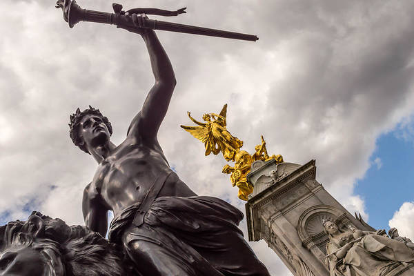 Statues In Front Of Buckingham Palace Art Print