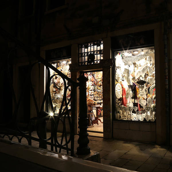 Photograph - Streets Of Venice 1 by Andrew Fare