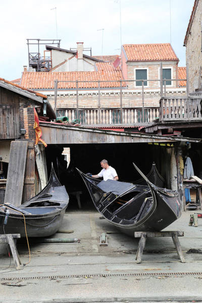 Photograph - Streets Of Venice 4 by Andrew Fare