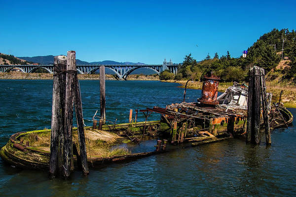 Rogue River Wall Art - Photograph - Sunken Mary D Hume Gold Beach by Garry Gay