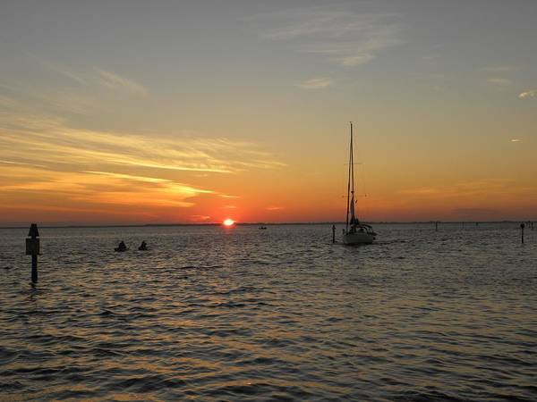 Sunset Wall Art - Photograph - Sun's Closing Moments by Ric Schafer