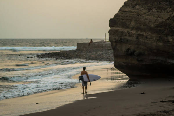 La Libertad Photograph - Surfer At Sunzal by Totto Ponce