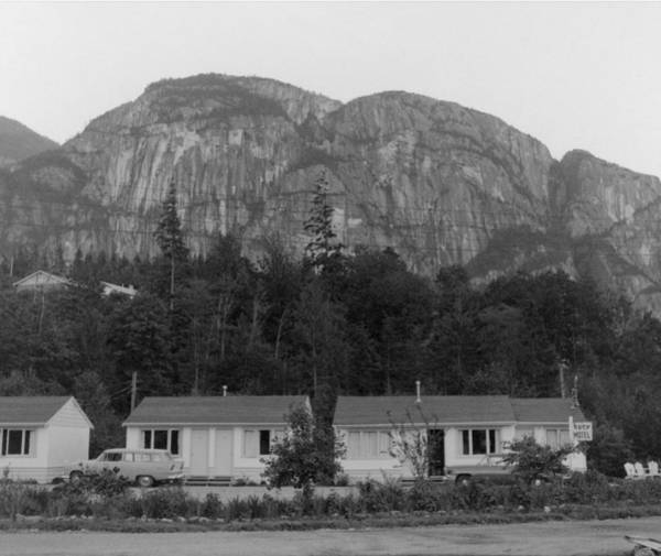 Photograph - T-902907 The Kozy Motel Squamish by Ed Cooper Photography