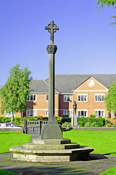 Church Stretton Wall Art - Photograph - Tall Cross In St Mary's Churchyard - Stretton by Rod Johnson