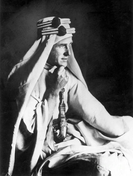 First Officer Photograph - T.e. Lawrence, Wwi British Officer by Science Source