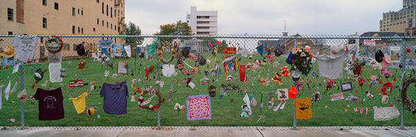 Chain Link Photograph - Temporary Memorial For 1995 Oklahoma by Panoramic Images