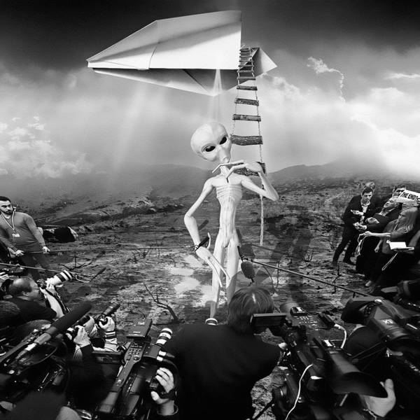 Ufo Digital Art - The Arrival Black And White by Marian Voicu