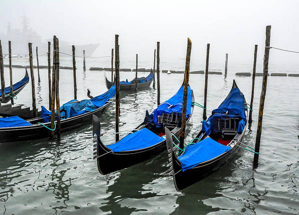 Photograph - The Blue Gondolas by Francisco Gomez
