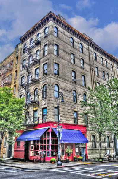 Wall Art - Photograph - The Building Used For The Tv Show 'friends' by Randy Aveille