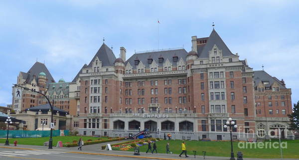 Photograph - The Empress - Victoria British Columbia - 2 by Charles Robinson