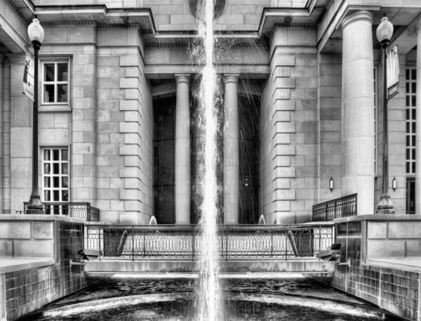 Photograph - The Fountain At Trent Lott National Center by JC Findley