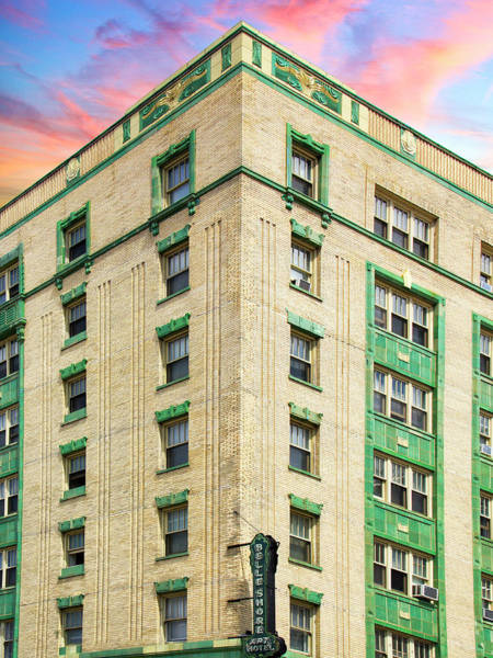 Wall Art - Photograph - The Green Belle Belle Shore Apt Hotel by William Dey