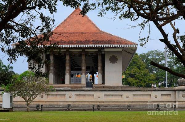 Photograph - The Independence Memorial Monument In Cinnamon Gardens Colombo Sri Lanka by Imran Ahmed
