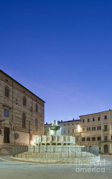 Wall Art - Photograph - The Landmark Fontana Maggiore by Rob Tilley