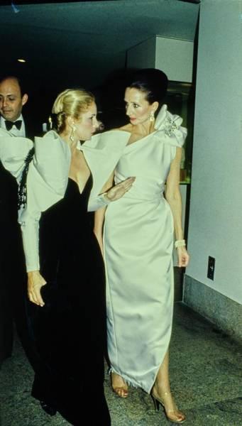 Photograph - The Met Set Carolina Herrera And Jacqueline De Ribes by Tony Palmieri