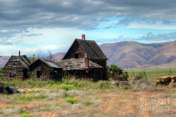 Wall Art - Photograph - The Old Homestead by Rick Mann