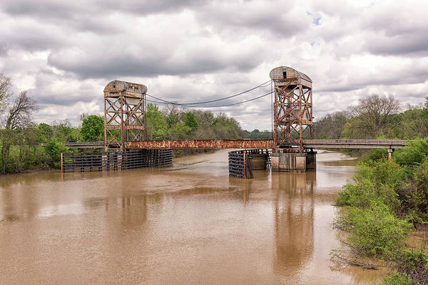 Photograph - The Old Lift Bridge by Victor Culpepper