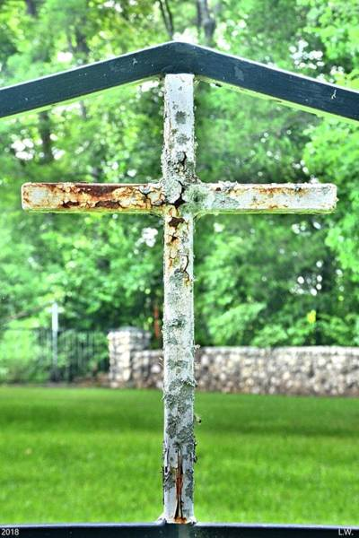 Photograph - The Old Rusty Cross by Lisa Wooten