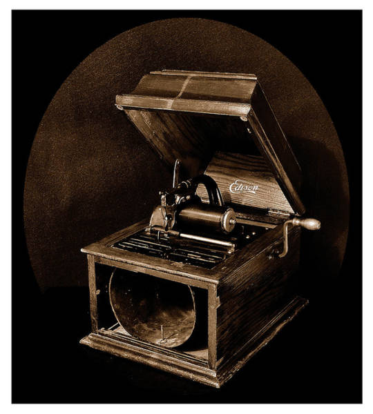 Photograph - The Old Victrola by Mark Fuller
