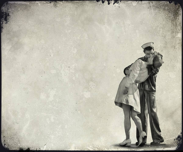 Statue Wall Art - Photograph - The Power Of A Kiss by Evelina Kremsdorf