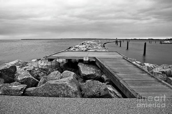 Photograph - The Sea Still Sings by Silva Wischeropp