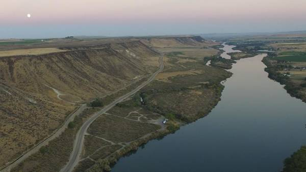 Chapa Photograph - The Snake River by Andrew Chapa