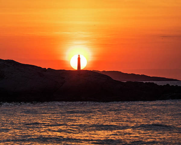 Photograph - The Sun Rises Behind Thacher Light Rockport Ma by Toby McGuire