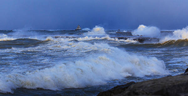 Crashing Waves Photograph - The Waves Of Lake Ontario by Everet Regal