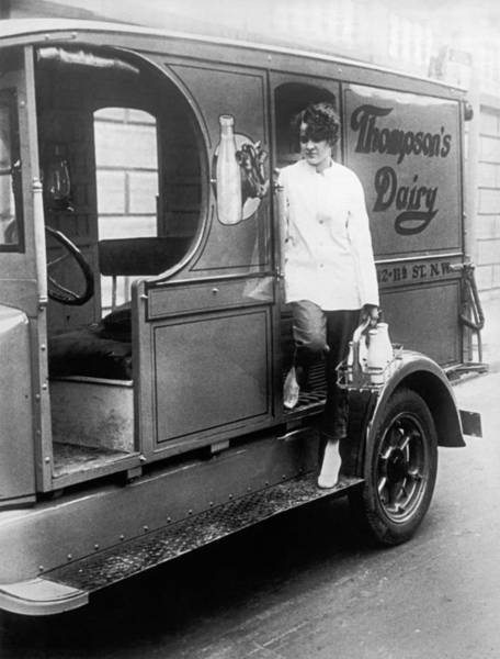 Wall Art - Photograph - Thompson's Dairy Milkwoman by Underwood Archives