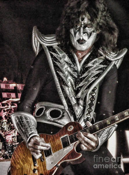 Photograph - Tommy Thayer by Vivian Martin