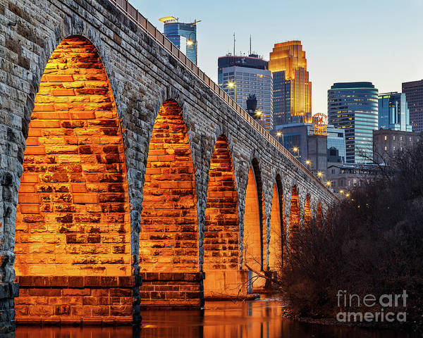 Mississippi River Photograph - Towards Downtown by Ernesto Ruiz