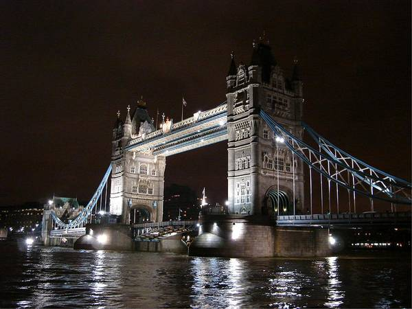 Photograph - Tower Bridge By Night by Roberto Alamino