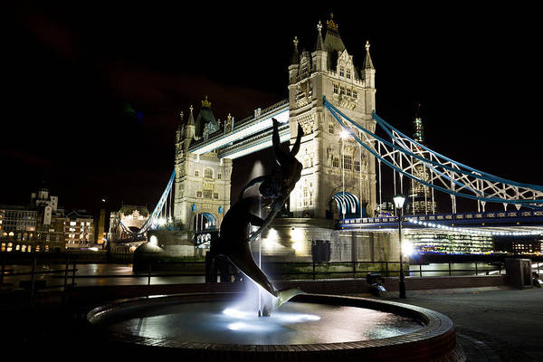 Tower Of David Photograph - Tower Bridge With Girl And Dolphin Statue by David Pyatt