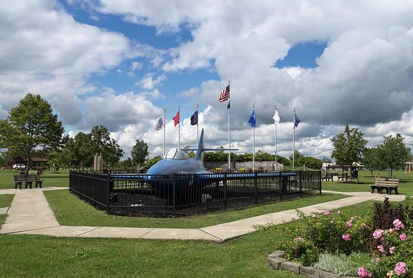 Veterans Photograph - Town Of Tonawanda Veterans Memorial by Peter Chilelli