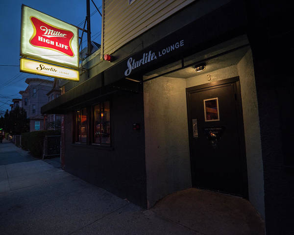 Photograph - Trinas Starlite Lounge Beacon Street Somerville Ma Side by Toby McGuire