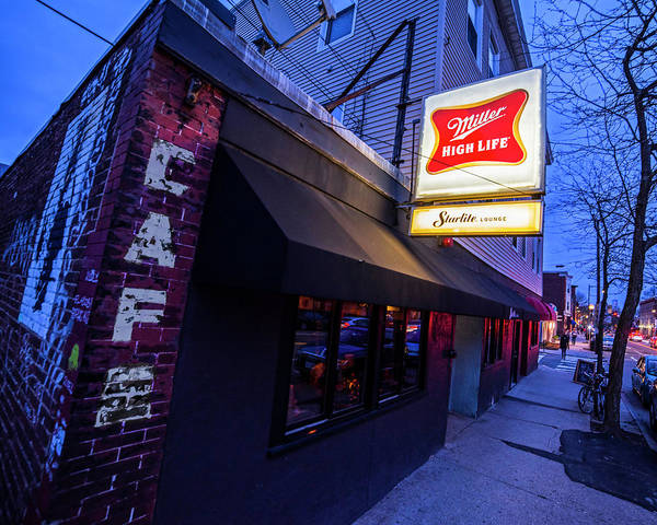 Photograph - Trinas Starlite Lounge Beacon Street Somerville Ma by Toby McGuire