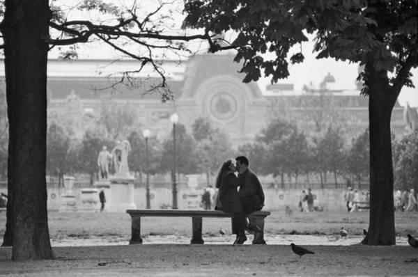 Jardin Des Tuileries Photograph - Tuileries Kiss by Hans Mauli