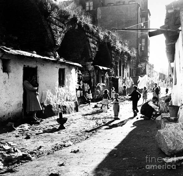 Photograph - Turkey: Istanbul, 1952 by Granger
