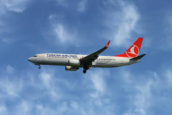 Airline Wall Art - Photograph - Turkish Airlines Boeing 737-8f2 by Smart Aviation