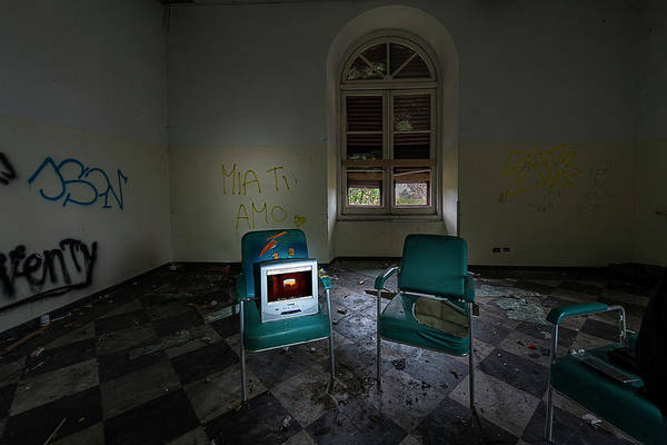 Photograph - Tv Monitor For The Abandoned Hospital - Monitor Tv Per L'ospedale Abbandonato Mia Ti Amo by Enrico Pelos